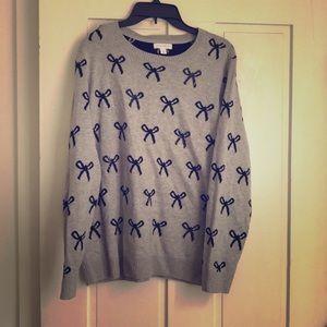 Cute gray  crew neck sweater w/ black bows